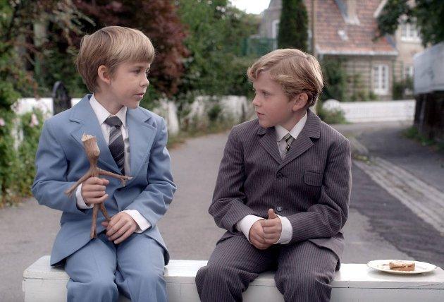 I «Knerten i knipe» får Lillebror en venn som ikke er en pinne.