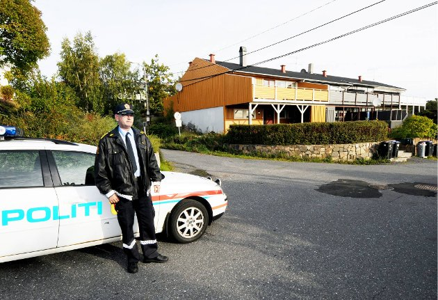 Politistasjonssjef Odd i krysset hvor det i helgen kunne gått ille da en syklist og en bil kolliderte.