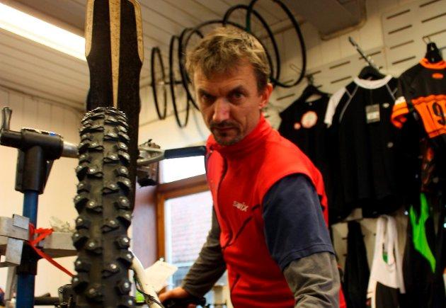 Erik Wickmann mener at piggdekka for sykkel holder mål.