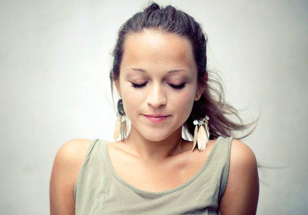 Siri Nilsen er datteren til visesangeren Lillebjørn. Nå kommer hun med sitt andre album.