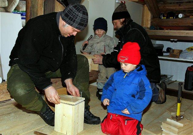 Fuglekassesnekring hos Scolopender AS på gården Åklangenga, Åbogen, Eidskog. Joachim og Erland Schjolden. FOTO: FREDE Y. ERIKSEN