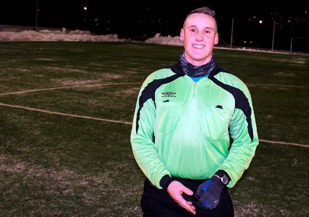Pors-dommer Jonathan Galterudhøgda (18) har store ambisjoner som dommer. I 2013 skal han dømme i 3. divisjon.