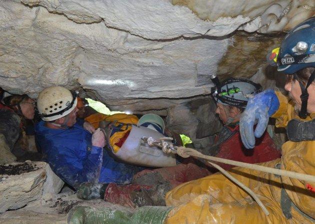 Redning i grotta Boristua.
