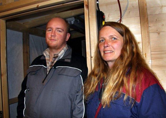 EIERNE: Rolf Barbakken og Nina Bergerud håper å tjene penger på den svært eksklusive ulla, eller fiberen som den betegnes.