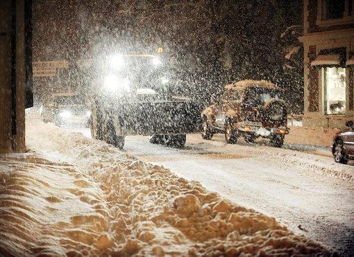 PROBLEMSNØ: Snøen lavet ned over Telemark i går. Det skapte store problemer for bilistene.
