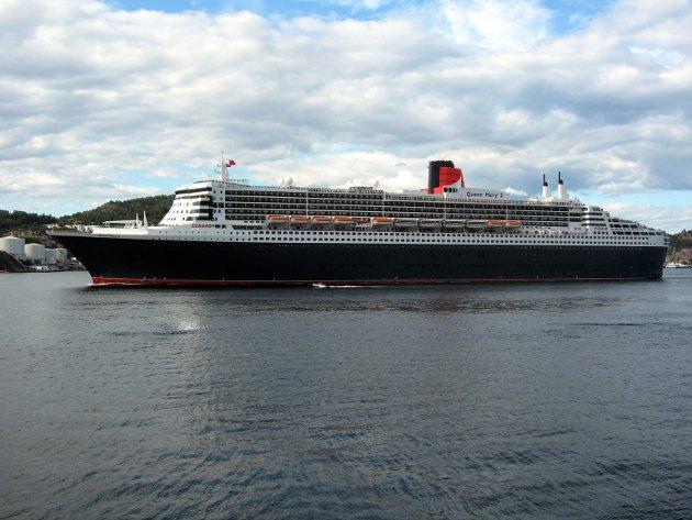 Med plass til 3000 passasjerer, var Queen Mary det største passasjerskipet i sitt slag da det ble bygget i 2003.  Inni skipet finner man både kino, teaterscene, kasino, planetarium, butikker, restauranter og flere puber, for å nevne noe. Med en lengde på 342 meter og en høyde på 72 meter, er skipet også et imponerende skue fra utsiden. Skipet har vært flere ganger i Bergen.