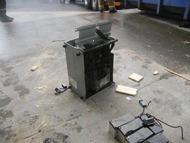 Diise gjenstandene ble fjernet fra containeren.