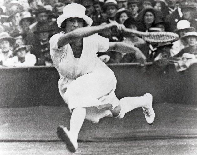 Antwerpen, 1920: Suzanne Lenglen fra Frankrike i aksjon under tennisturneringen.