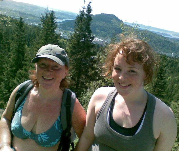 Mamma Ingrid Holst (t.v.) og datter Hanne Holst Hopland valgte i år 4-fjellsturen. Men tidligere år har de gått 7-fjellsturen (25.05.2008).