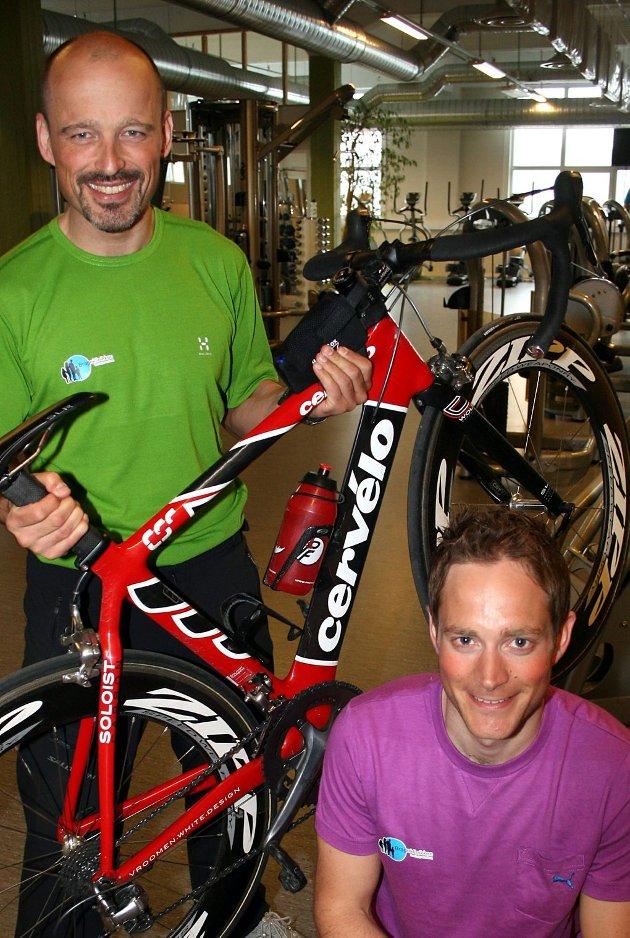 EKSTREMUTØVERE: Kjell Harald Horn (t.v.) og Eirik Haugsnes i Aktivitetshuset på Finnsnes løper og sykler bedre og mer enn de fleste.