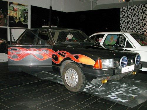 TYPISKE RÅNEBILER: Ford Granada og Opel Rekord er begge meget populære blant rånere. (Foto: )
