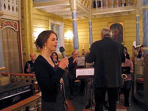 SETESDALSTONAR: «I denne søte joletid» syng Silje Vige med tonefølgje av Rauland Musikkorps.
