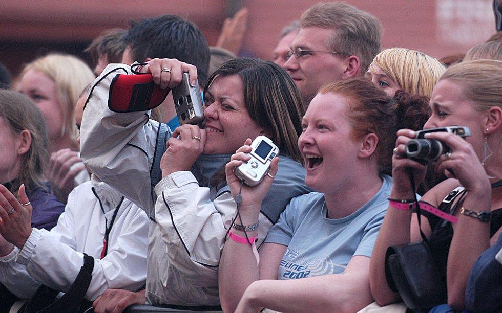 Stor begeistring da a-ha gikk på scenen på Vågen under Bergen Folkefest. (Foto: Silje Katrine Robinson)