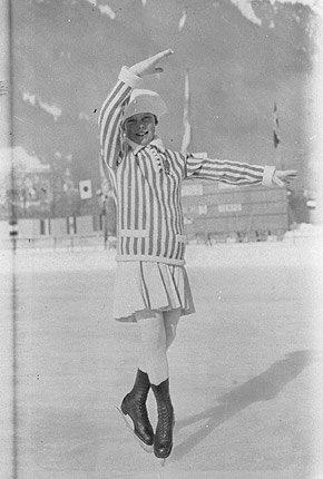 Sonia Henie er den første, store norske idrettsutøveren. Hun var bare 11 år (bildet) da hun deltok under de første olympiske leker i Chamonix, Frankrike, januar 1924.  (Foto: IOC Olympic Museum Collections )