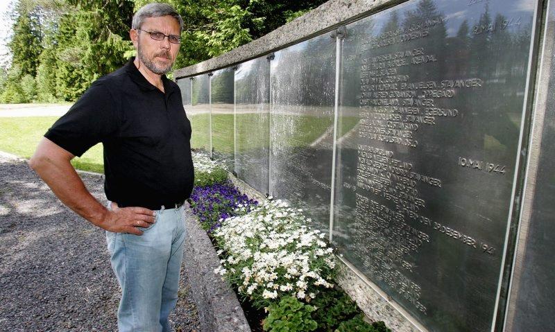 HENRETTET: På denne tavlen står navnene på dem som ble skutt i Trandumskogen under andre verdenskrig.