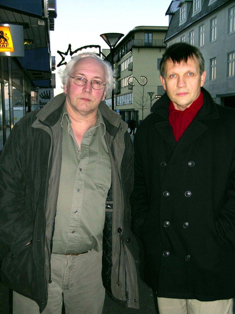 FANT BOPLASSEN: De to hobbyarkeologene Snorre Olsen (t.v.) og Magne Bergesen gjorde de sensasjonelle funnene i Fagervika for noen få år siden.       (Foto: Martin Jøsevold)