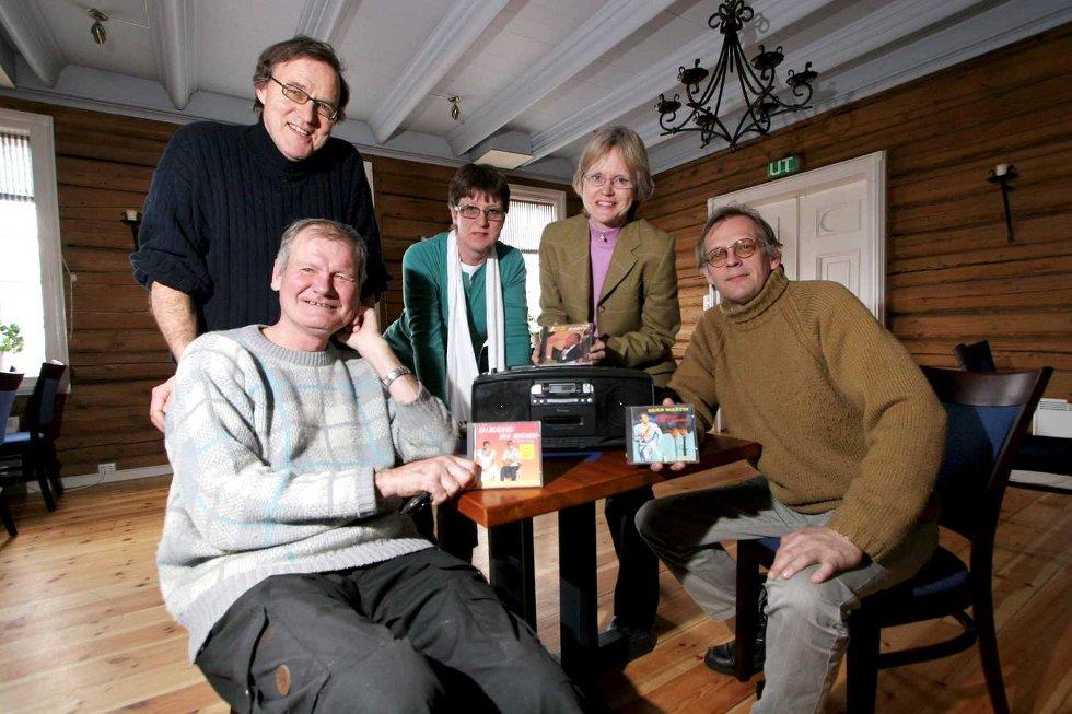 FRISTE MED: Svein Storberget (fra venstre), John Gerhard Steen, Elin Thommesen, Ingrid Grandum Berget og Guttorm Guttormsen kan friste med levende jazz ved havet denne gangen, og ikke cd-plater.