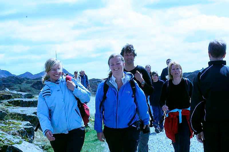 - Så deilig her oppe,  og fantastisk vær på Rundemanen, mener Karianne Ulriksen (22) og Anette Anker Rasch (21). (Foto: Tove Gulbrandsen)
