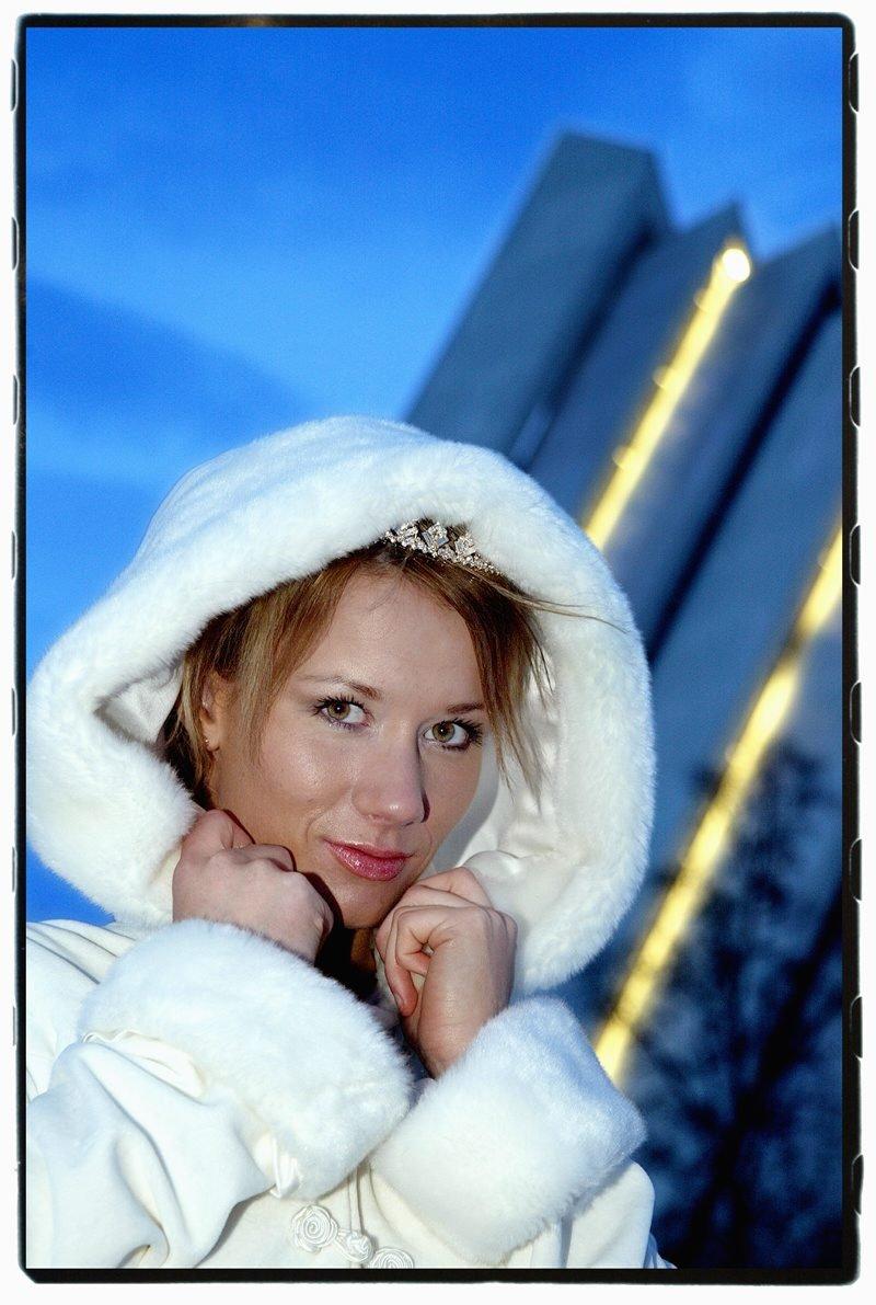 Nordlys-cover om brudemoter. (Foto: Yngve Olsen Sæbbe)