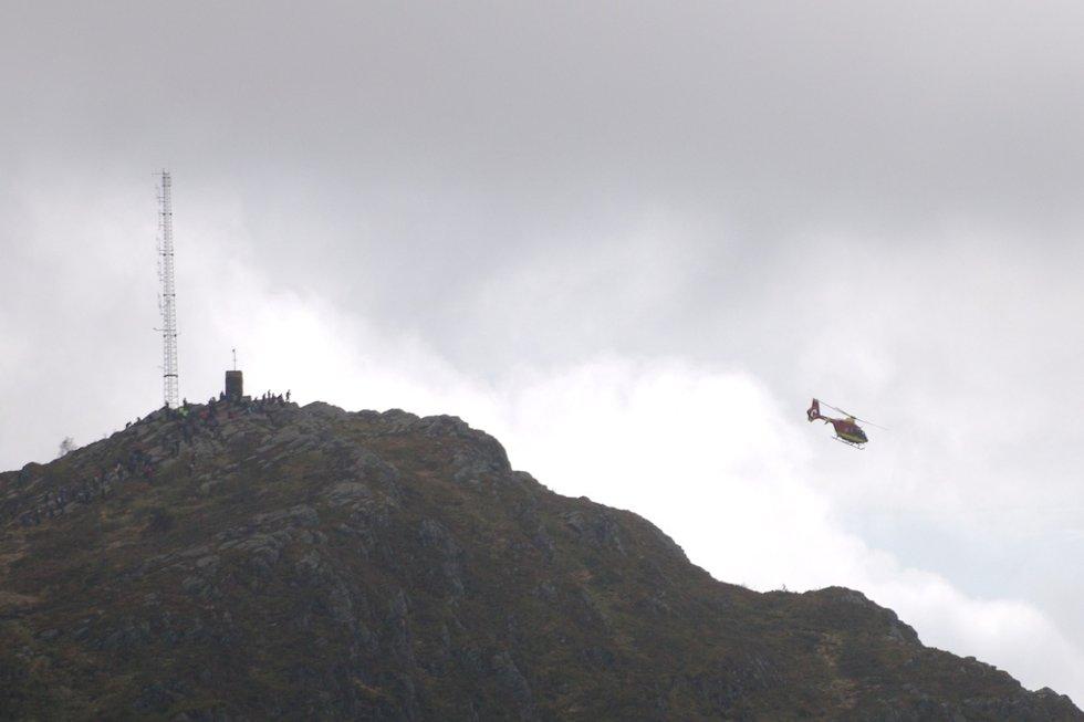 7-fjellsturen sett fra luften. Norsk luftambulanse hentet en mann som hadde trøbbel med hoften (20.05.2007). (Foto: Pål Bentdal/Svein-Jørgen Wiken)