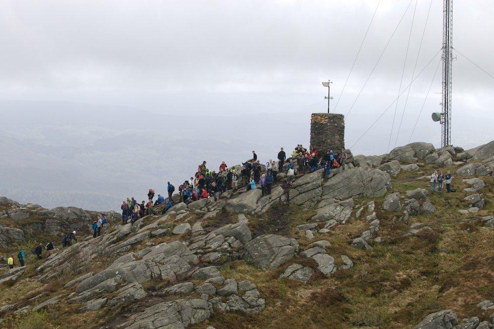 7-fjellsturen sett fra luften. Det er viktig å delta, men det viktigste er å komme til topps! (20.05.2007). (Foto: Pål Bentdal/Svein-Jørgen Wiken)