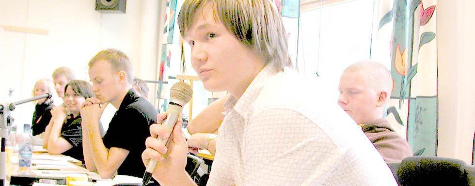 Frps Geir Kristoffersen provoserte venstresiden i debattpanelet i skolespørsmål. Til høyre Sps Øyvind Johnsen.