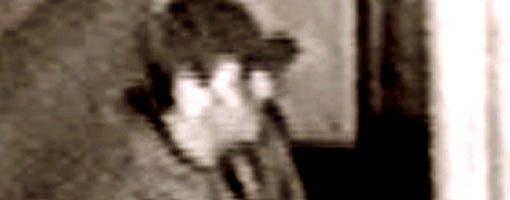 Lommemannen fotografert av overvåkningskamera på ett av stedene der han har operert.