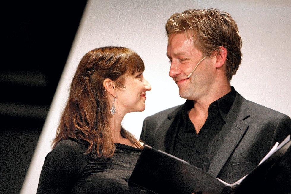 """ADAM OG EVA: Andrea Bræin Hovig og Mads Ousdal leste fra Wergelands """"Skabelsen, Mennesket og Messias""""."""