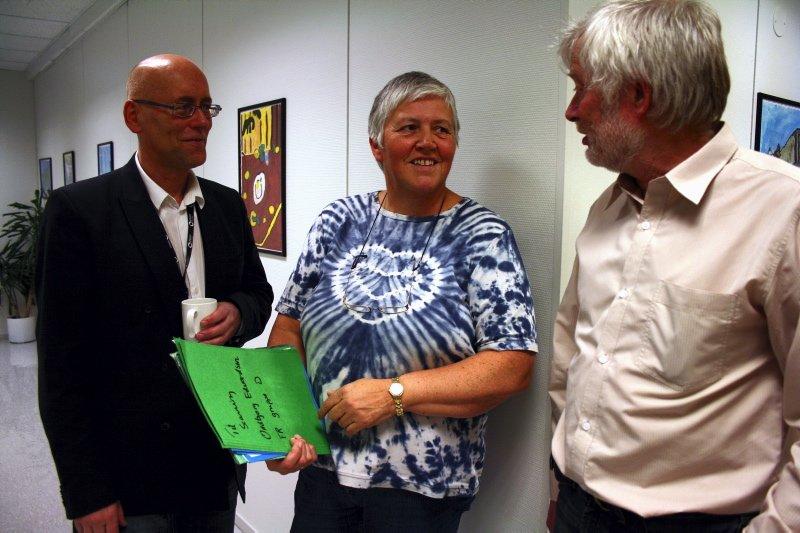 TRIVSEL PÅ JOBB: Ulf Skipsfjord (administrasjon), Oddbjørg Edvardsen (Foretaksregisteret) og Tor Skjørdal (IT) har alle jobbet på registrene i en årrekke. ¿ En kjempegjev arbeidsplass, og jeg føler meg heldig som har vært med på oppstarten, sier Skipsfjord.