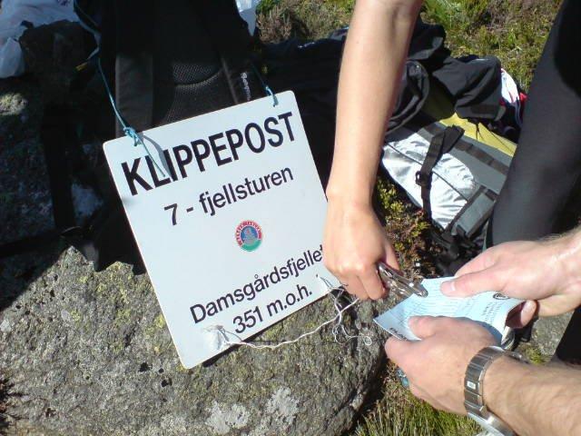 Klippepost på Damsgårdsfjellet under 7-fjellsturen 2008 (25.05.2008). (Foto: Bjørn Tore Lysnes (MMS))