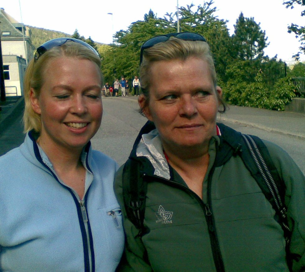 Susanne Mugge er gravid og liker å holde seg i form, sammen med May Irene Sandvaag (25.05.2008).              (Foto: Tove Gulbrandsen)