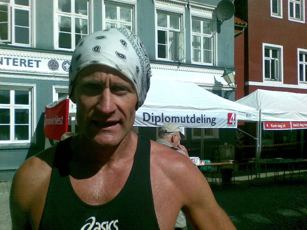 Svein Reiersen gikk på tiden 4,22, var først i mål ved Turlagskontoret i Marken - men var skuffet med tiden sin (25.05.2008). (Foto: Tove Gulbrandsen)