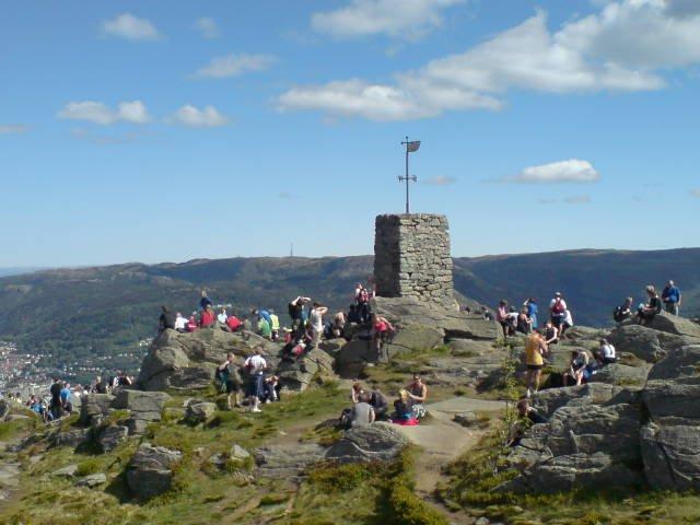 På toppen av Løvstakken under 7-fjellsturen! (25.05.2008) (Foto: )