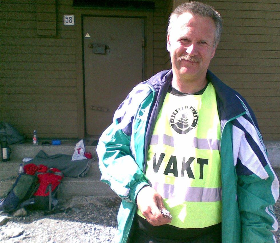 Per Gunnar Nilsen fra Bergen turlag har ansvaret for klippeposten på Rundemanen (25.05.2008). (Foto: Tove Gulbrandsen)