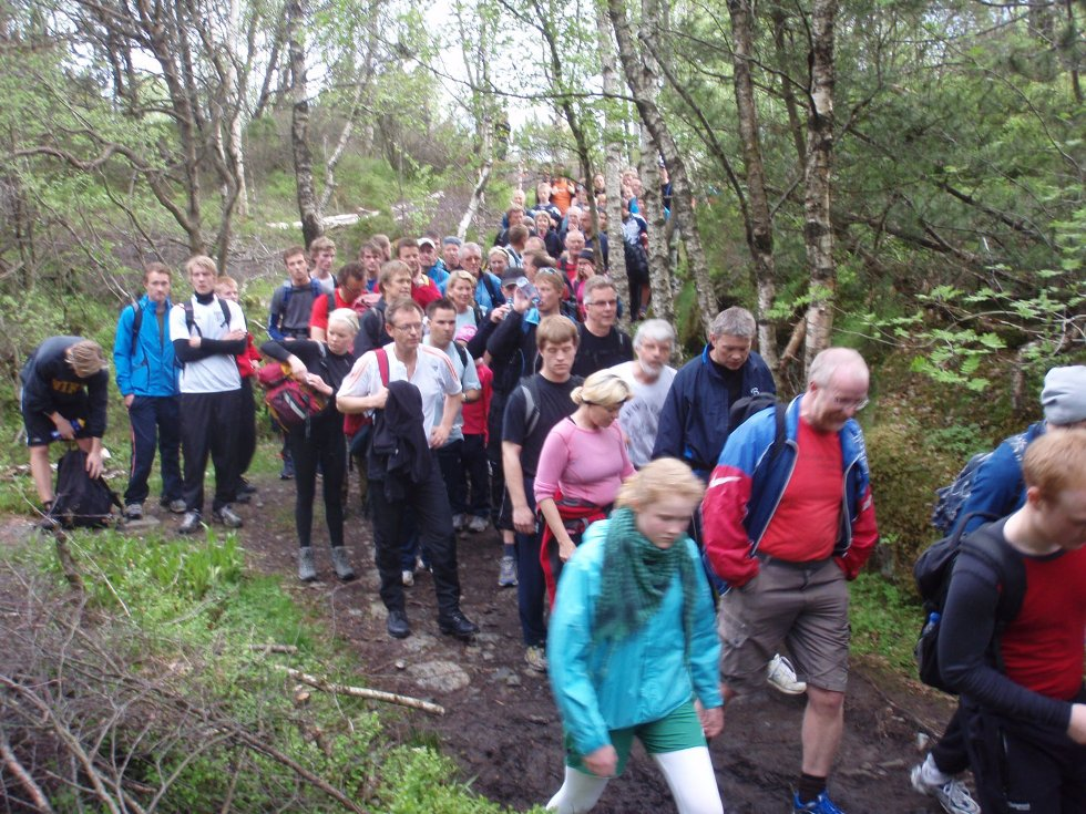 7-fjellsturen. Lang, lang rekke... (24.05.2009). (Foto: John Solberg)