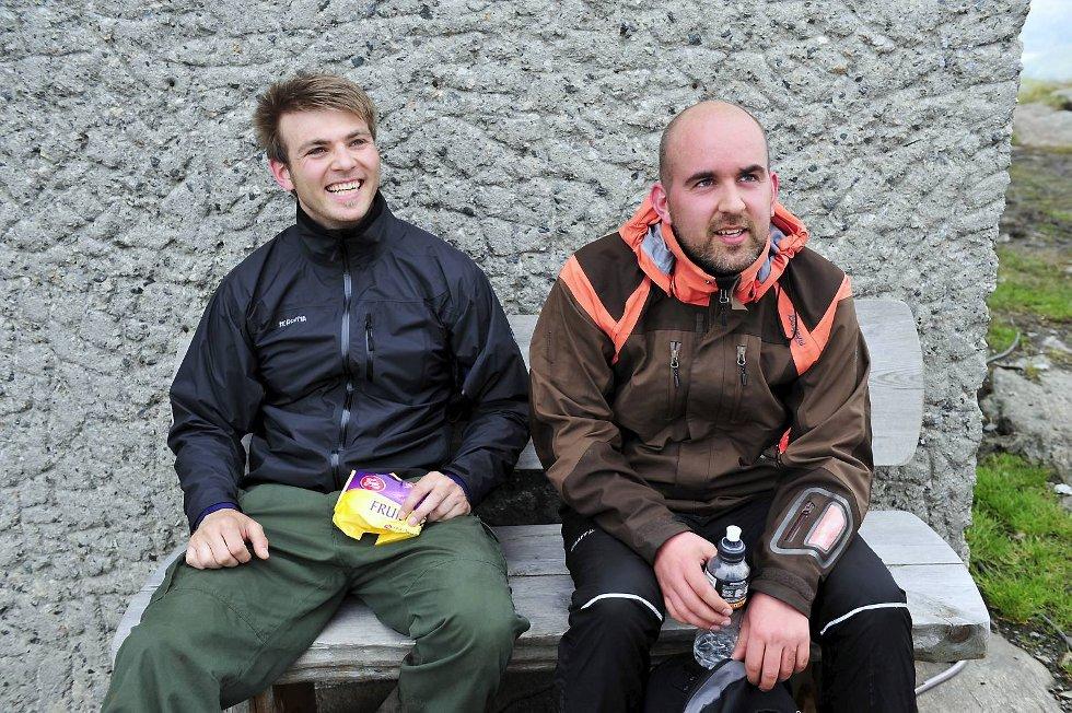 Bjørn Vidar Smette og Roar Angeltveit på Ulrikens topp. - Vi tar det med ro, sier de til BA (24.05.2009).                           (Foto: Magne Turøy)