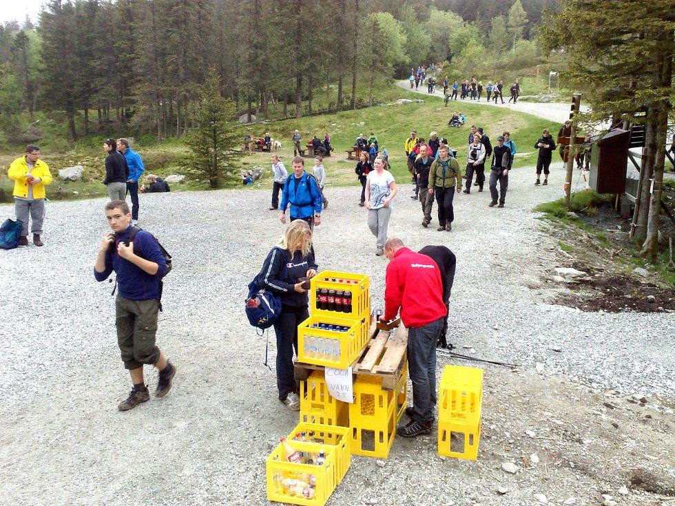 Flere tusen bergensere var med på 7-fjellsturen i går. De fleste vil kjenne det godt i kroppen dagen derpå (25.05.2009). (Foto: Eirik Hagesæter)