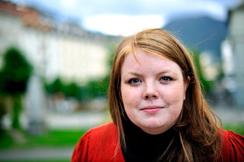 Gina Barstad og SV hevder at Høyres og Frps politikk kun gagner de rike, i en ny 65 siders rapport som offentliggjøres i dag.