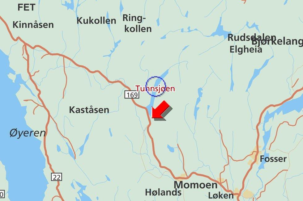 HER SKJEDDE ULYKKEN: En tankbil med 10.000 liter fyringsolje har kjørt ut ved Tunnsjøen på riksvei 169 i retning Lillestrøm. KART: JEPPESSEN / STATENS KARTVERK