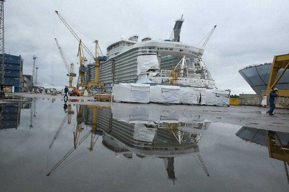Oasis of the Seas og søsterskipet Allure of the Seas blir verdens største cruiseskip. Skipene er 360 meter lange og 65 meter brede, og er på hele 225.000 brutto registertonn. Det er 40 prosent mer enn det som inntil nylig var verdens største cruiseskip. (Foto: RCCL/ANB)