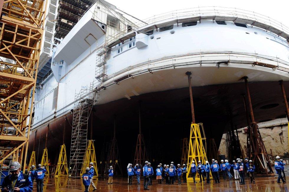 Akterdelen på Allure of the Seas. Til tross for sine imponerende 225.000 brutto registertonn stikker det ikke dypere enn åtte meter i sjøen.  (Foto: Thomas Hildonen, ANB)