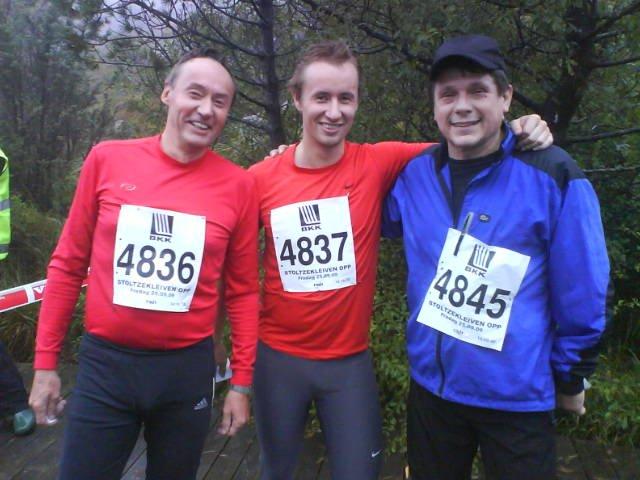 Tre glade herrer i mål: Fra venstre Lars Jønsson, Thormod Jønsson og Dag Hatlem. (Foto: Anders Mo Hanssen)