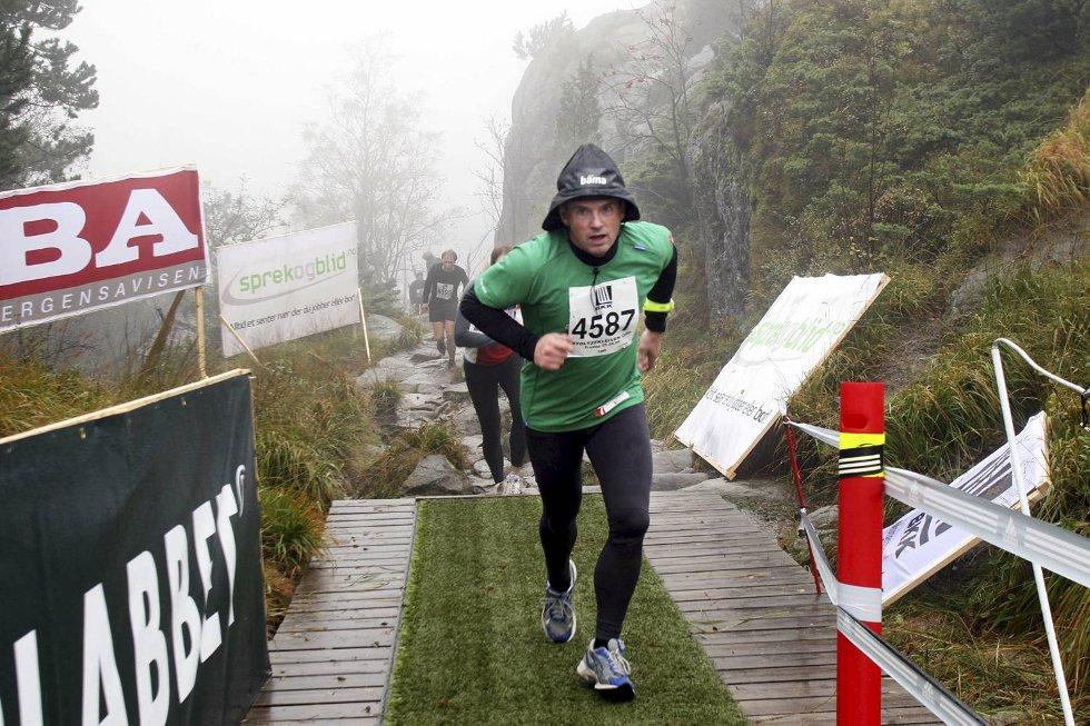 Raymond Mikal Mikkelsen i klasse 35-39 år - ingen fest uten sydvest. (Foto: Anders Mo Hanssen)