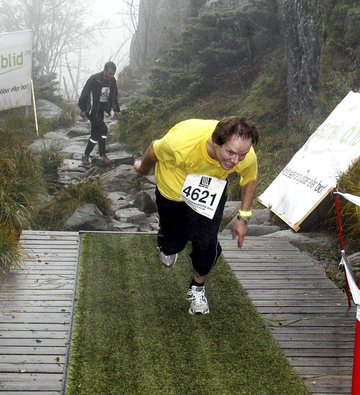 Sverre Knapstad i klasse 35-39 år . Her er siste spurt. Sverre tok seg helt ut i løpet. (Foto: Anders Mo Hanssen)