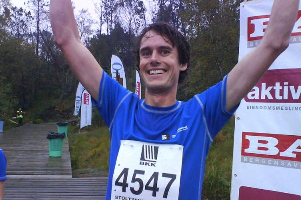 Lars Erik Omland, (32), sprang for Konkurransetilsynet, og var først i mål i årets Stoltzekleiven opp. (Foto: )