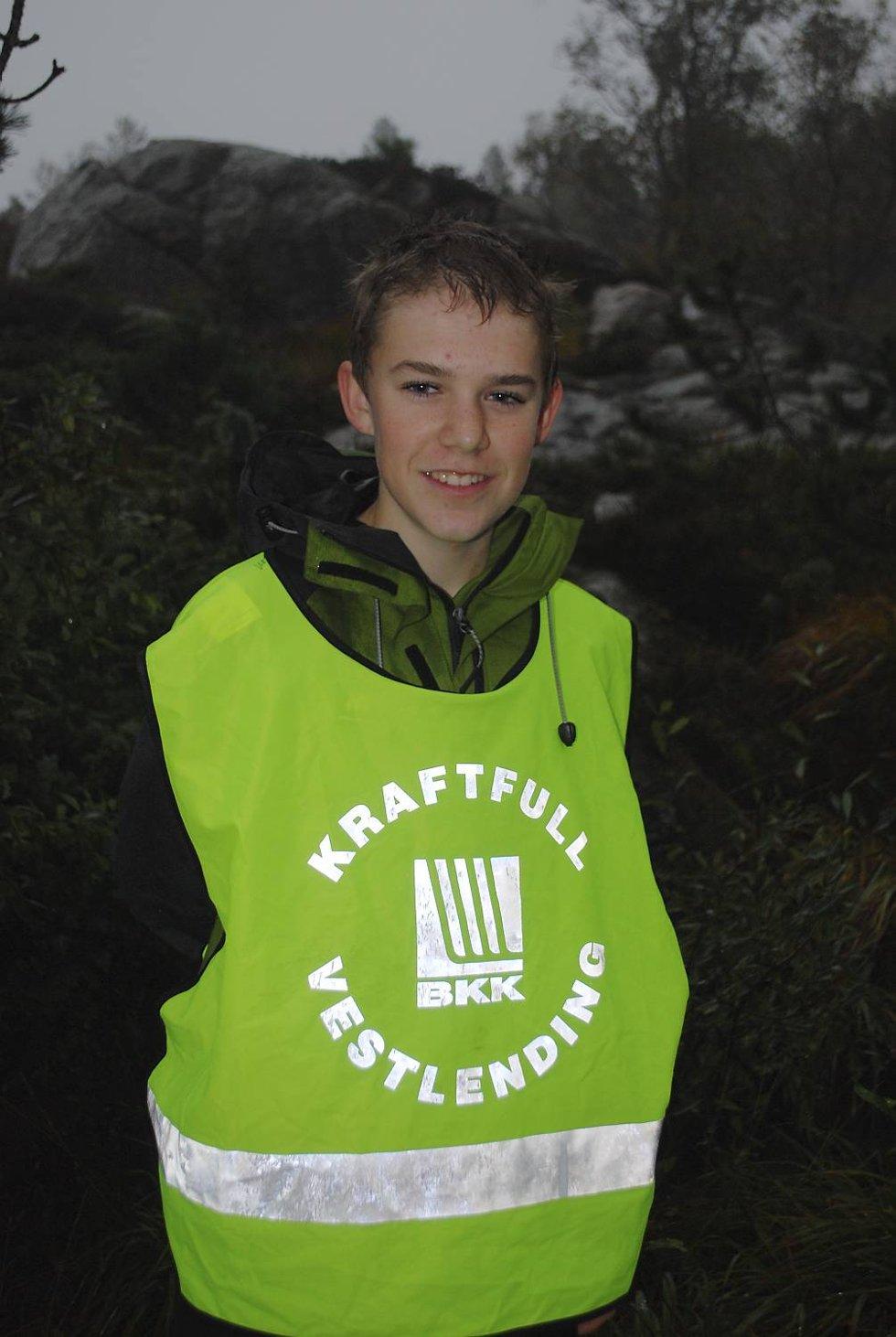 Sindre Østgulen Deiz (15) elsker å løpe.- Jeg løp i går, så i dag hjelper jeg bare til, sier det unge talentet. (Foto: Tonje Sagen)
