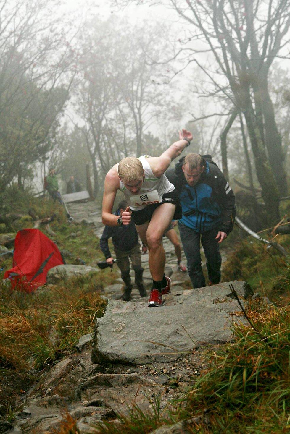 Joel Dyrhovden kommer løpende til toppen. Han vant på tiden 08.44.                           (Foto: Nikita Solenov)