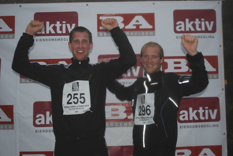 ? Hurra! Vi klarte det!, jubler Jan Erik Mills (29) og Jarle Vikne (23).              (Foto: Tonje Sagen)