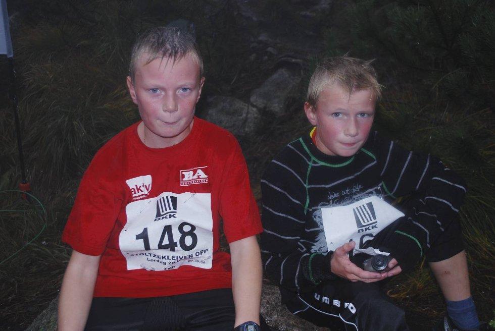Brødrene Kent Andre (13) og Lasse Ekerhovd konkurrerer alltid mot hverandre. ? Jeg kom først, sier Lasse stolt. (Foto: Tonje Sagen)