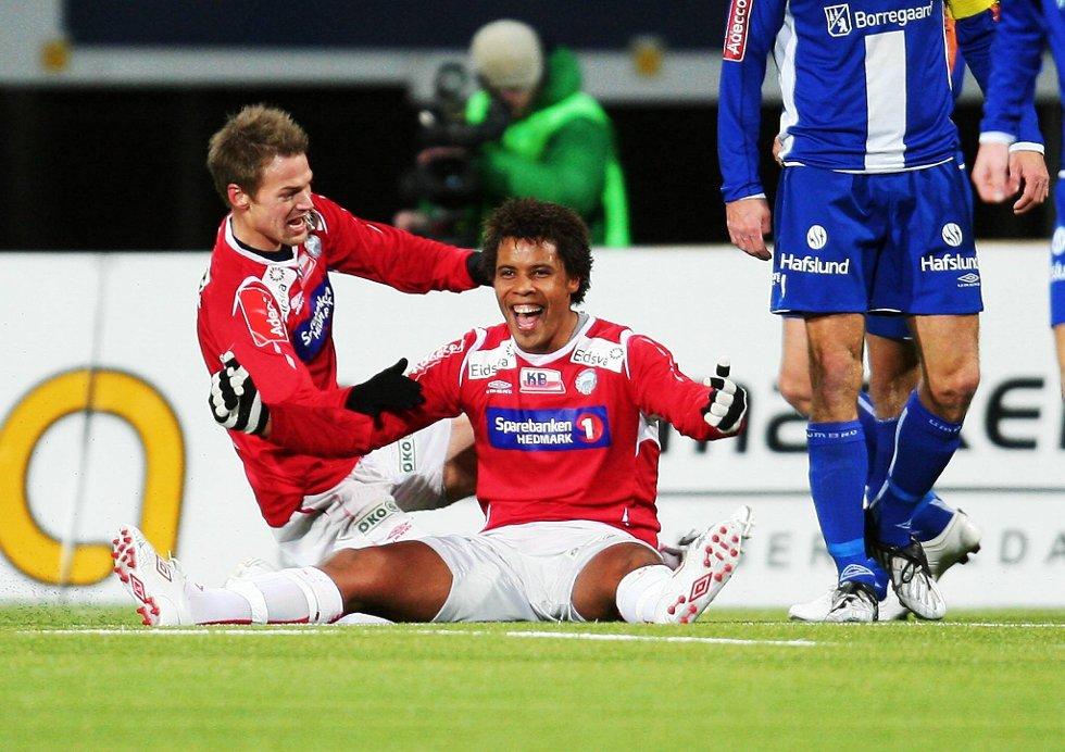 En glad Olav Tuelo Johannesen jubler for en av sine to scoringer sammen med Magnus Sylling Olsen.